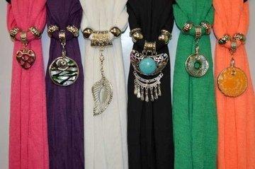 mix setjes sjaals met hangers