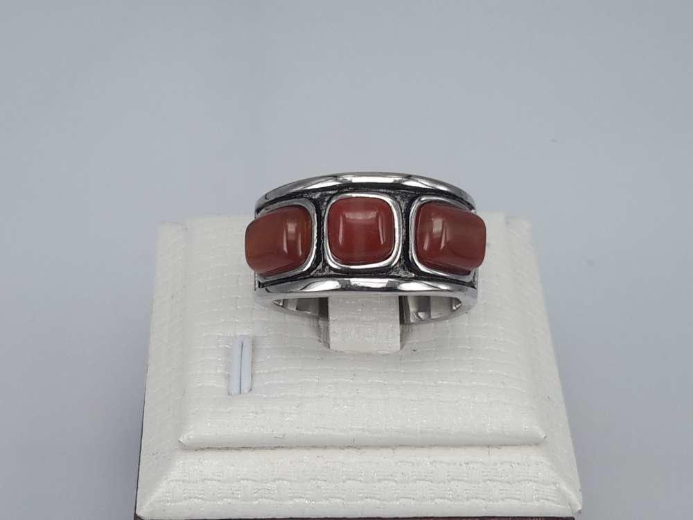 Edelstaal Ringen, 3 rode robijn stenen, 2 stuks