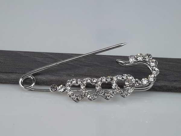 Speld, metaal, langwerpig, 4 hartjes en grote strass steentjes van pin tot ronding