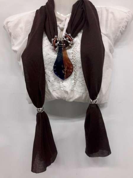 Sjaal met bladvormige murano glashanger, in 5 kleuren