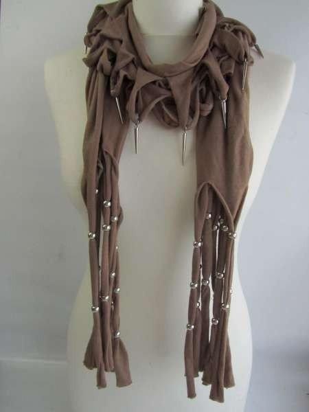 Sjaal ingeknipt en met zilverkleurige pegeltjes en bolletjes, in 6 kleuren