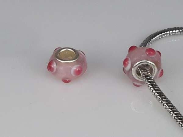 Bedeltje: pandora style murano, lichtroze met roze stipjes