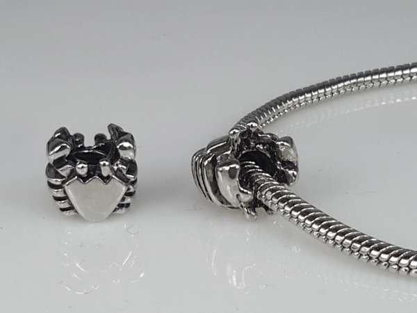 Zilverkleurige pandora style bedel: hartje met strepen