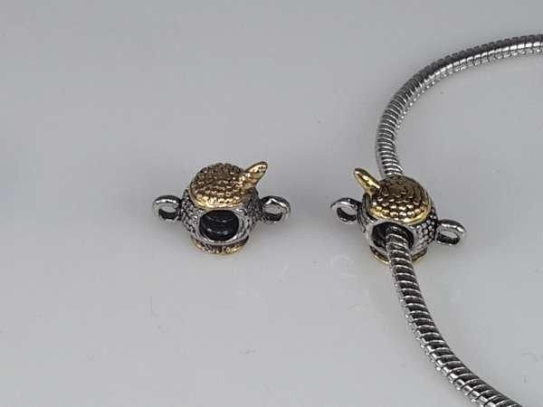 Zilver- met goudkleurige pandora style bedel: kannetje