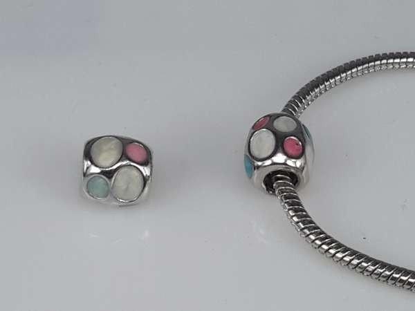 Zilverkleurige pandora style bedel: ingelegde witte, roze, aqua rond steen