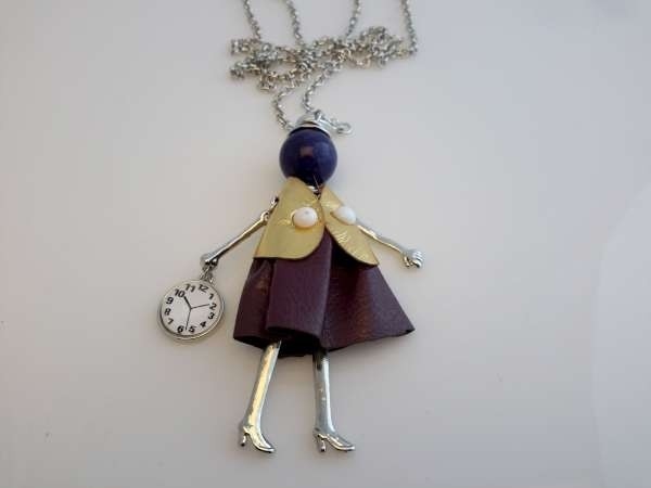 Schakelketting, metaal, hanger: poppetje, jurkje paars, vestje goudkleur