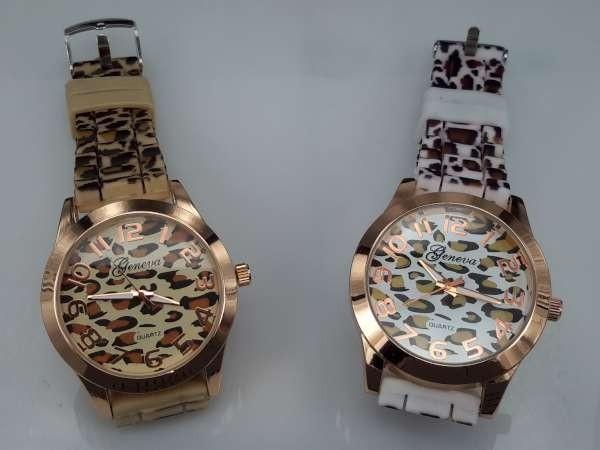 Horloge, goudkleurig, geribbelde siliconenband met pantermotief