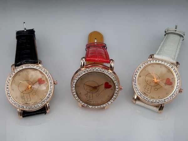 Horloge, goudkleurig, strass, krokodillen PU leren band, poppetje, hartje, 3 kleuren