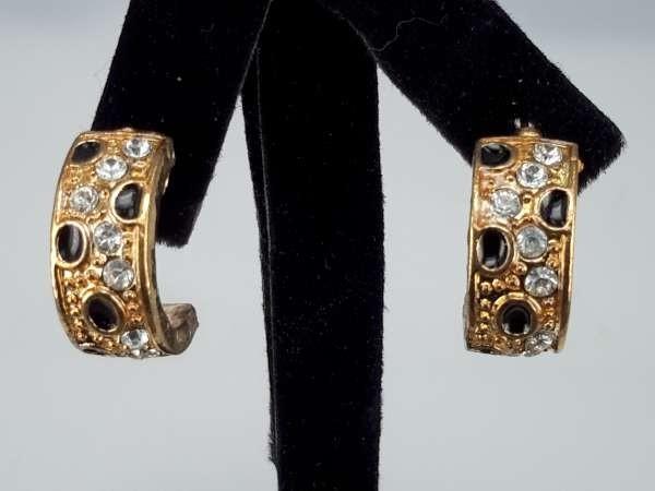 Oorbel, oorsteker, goudkleur, half rond, strass en zwarte stipjes