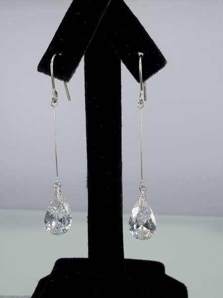 Oorbel, oorhanger, zilverkleur, druppelvormige kristalsteen, verkrijgbaar in 4 kleur.