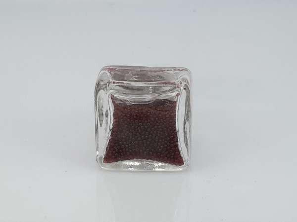 Ring, metaal, vierkant glas gevuld met bruinrode strasssteentjes, per 12 stuks