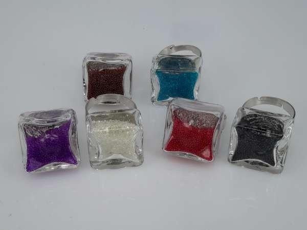 Ring, metaal, vierkant glas gevuld met strasssteentjes, mixpakket 12 stuks