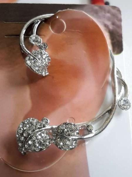 Oormanchet, linker oorsteker, bloemensteel, strass, zirkonia