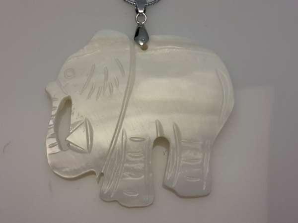 Parel schelp hanger: olifant