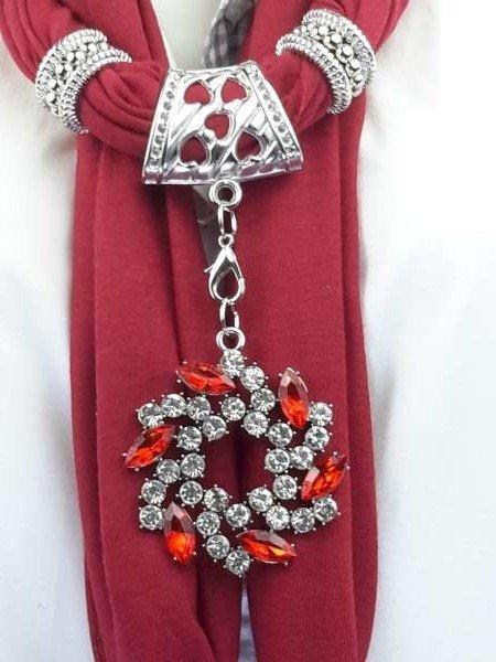 Sjaal met gekleurde kristal bloem.
