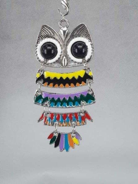 Hanger: uil met zwarte ogen, gekleurde veren, H 80 mm