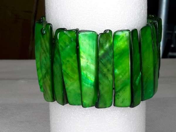 Schelp armband groen.