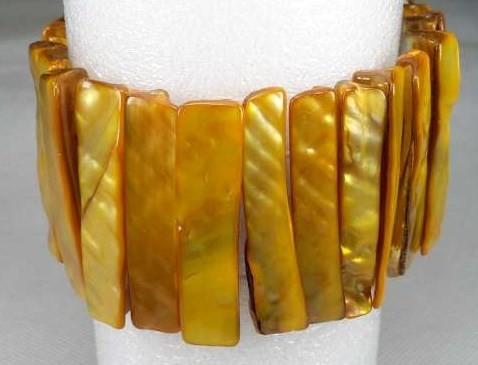 Schelp armband geel kleur.