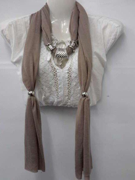 Sjaal + ronde bolle murano, krulweb kleur: Camel.
