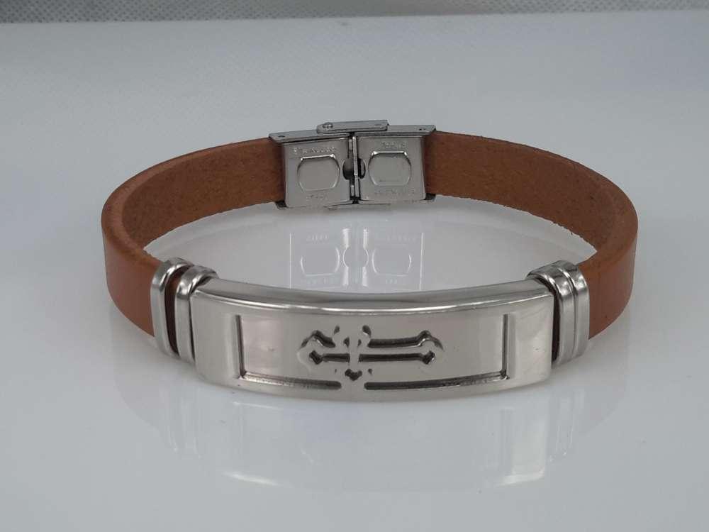 Leren armband lichtbruin, plaat + kruis, sluiting edelstaal