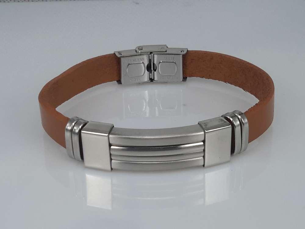 Leren armband lichtbruin, ribbelplaat in houder, edelstaalsluiting