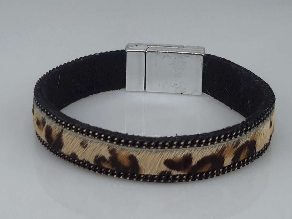 Suede Armband zwart, luipaardprint bruin, magneetsluiting