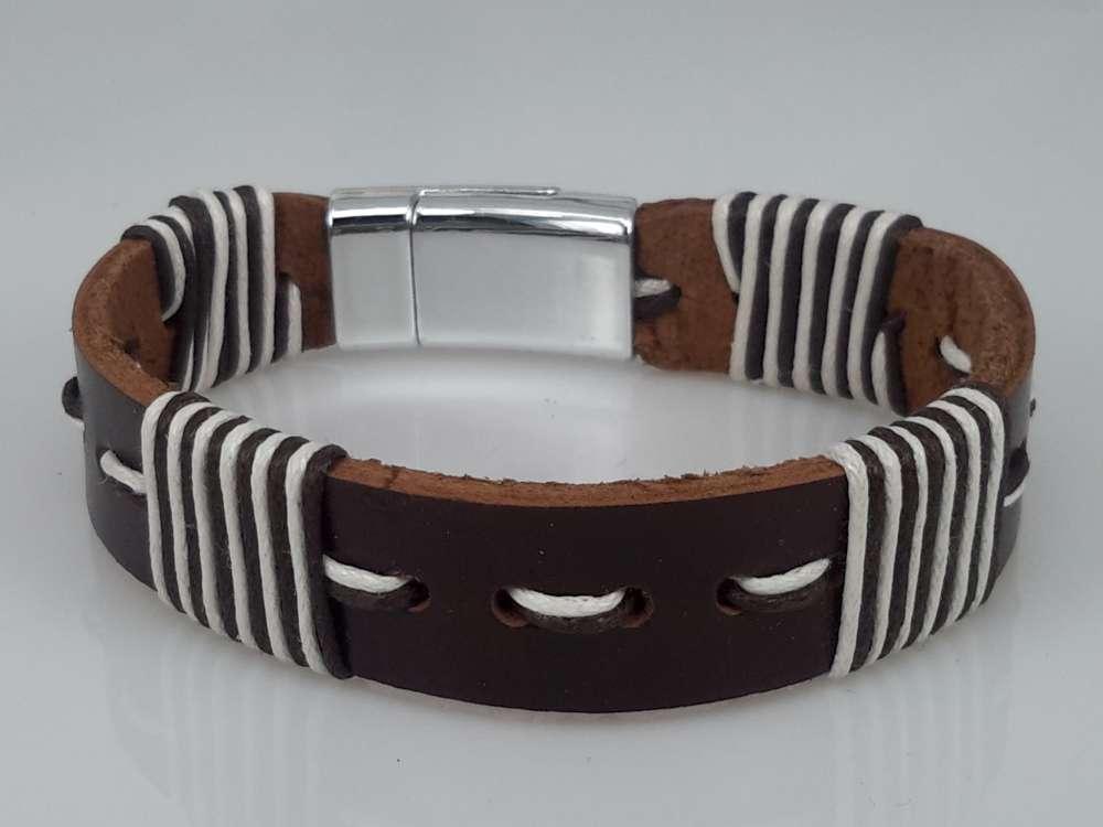 Leren Armband bruin, gestikt bruin-wit, 4 dwars draad, magneetsluiting
