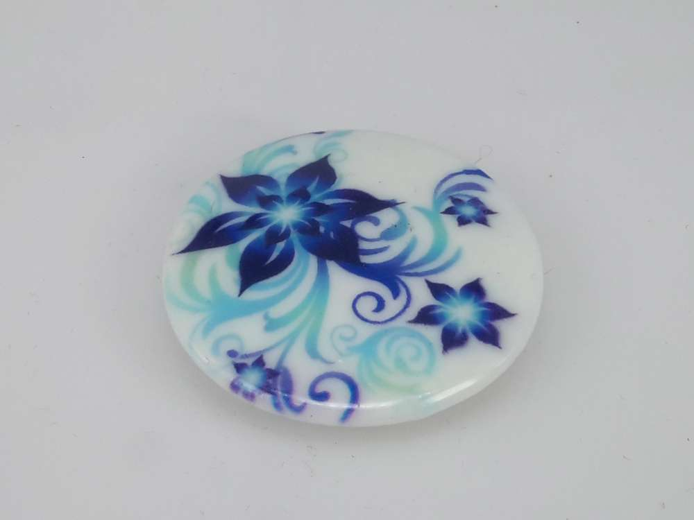 Porseleinen broche met magneetsluiting, bloem
