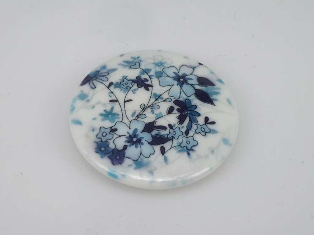 Porseleinen broche met magneetsluiting, wilde bloem