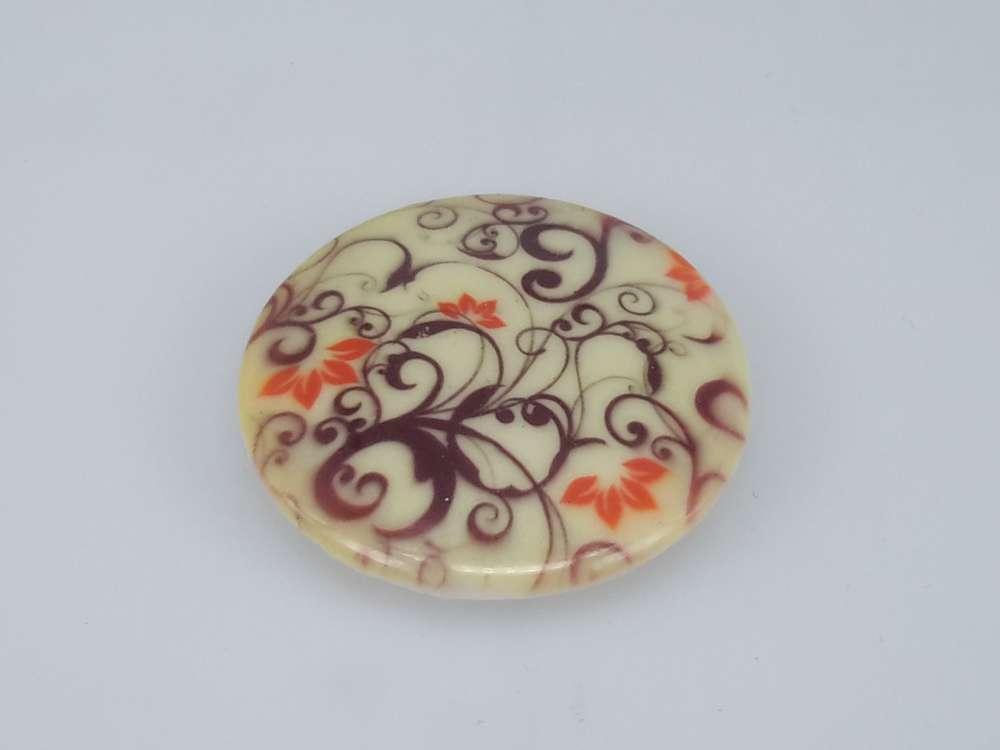 Porseleinen broche met magneetsluiting, Sierkrul