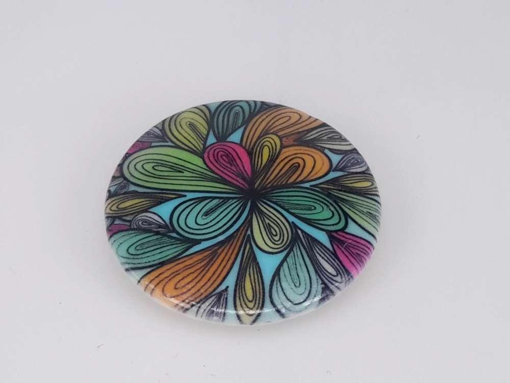 Porseleinen broche met magneetsluiting, Fantasiebloem