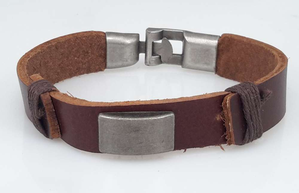 Leren armband, metalplaatje, bruin