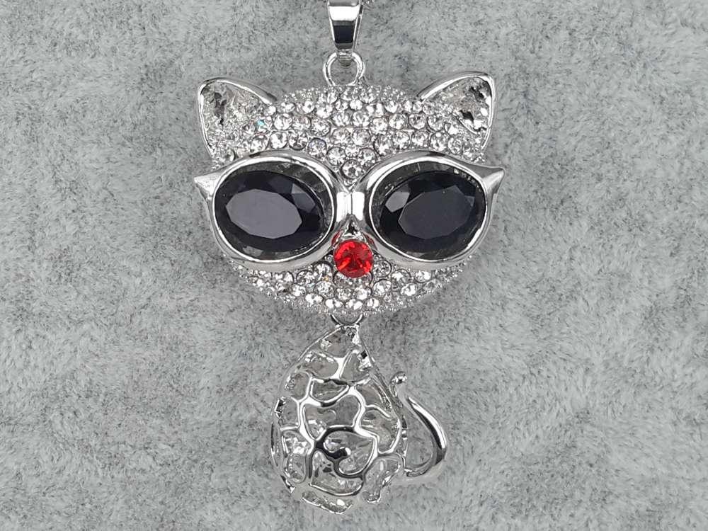 Kat, witte strass, rode strass neus, beweegbaar