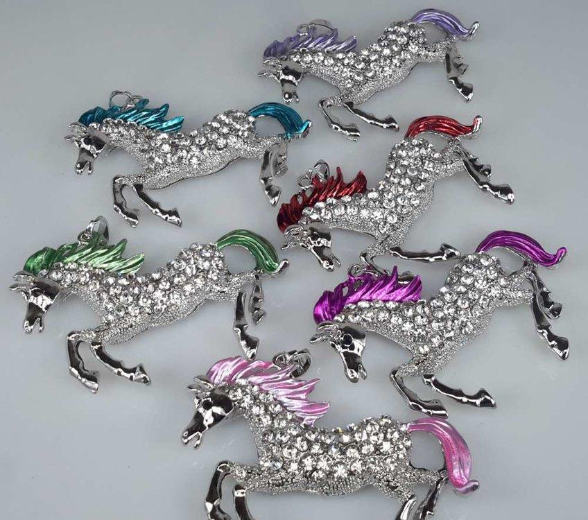 groot Paard, manen & staart gekleurd, zwarte oog, strass