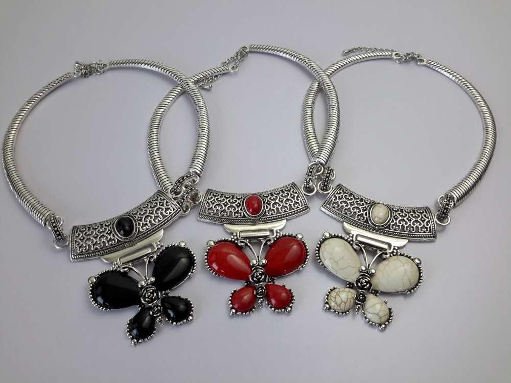 Ketting, Howliet edelsteen, vlinder, in 3 kleur, zwart, wit, rood.