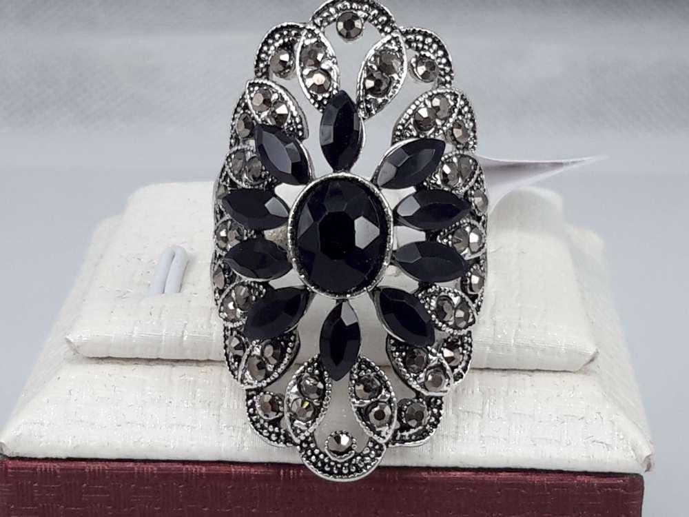 Fashion ring met ovaal model in zwart kristal. doos 50 stuks