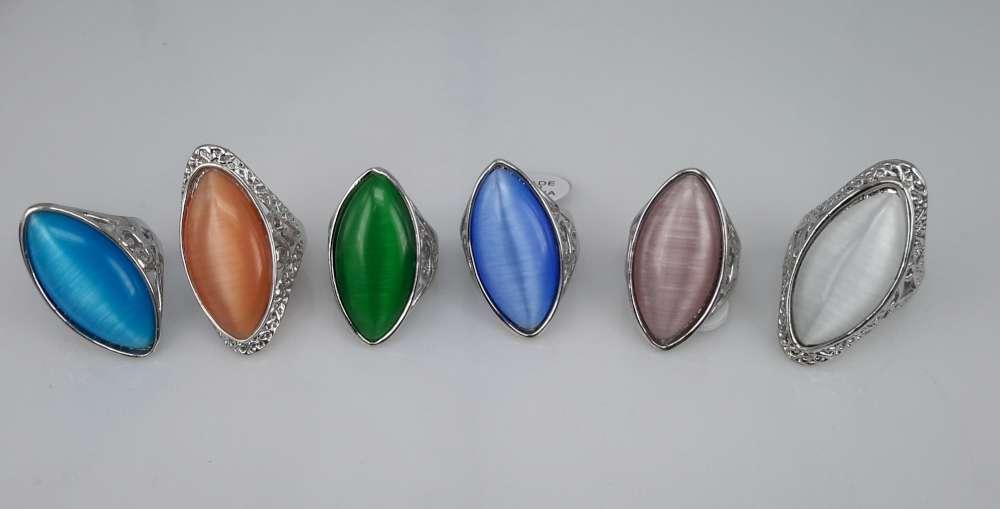 Zilverkleurig kattenoog ring, doos bevat 6 kleur ring.