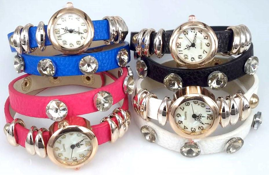 Armbandhorloge, PU leren wrap (2), rosékleur, 6 ringetjes, 5 wit kristal, 4 kleuren