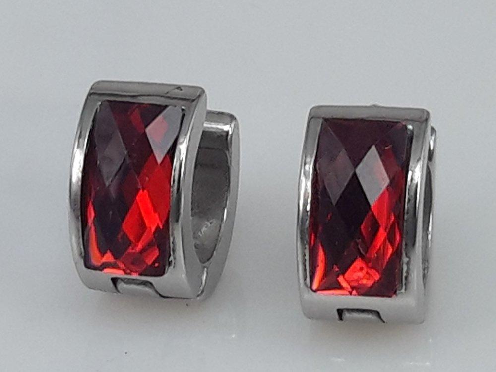 Edelstaal Oorringen breed, facet steen, Rood kleuren