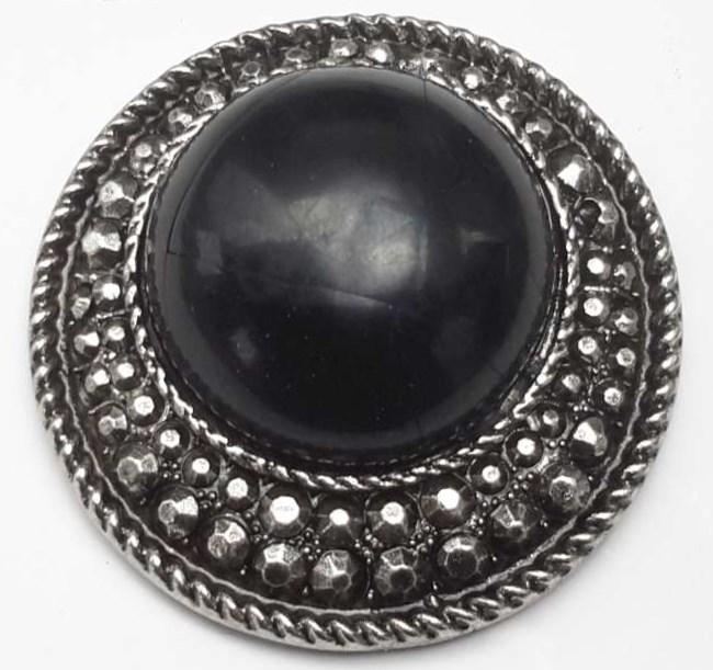 Magneet Broche, rond, metaal, zwart howliet edelsteen.