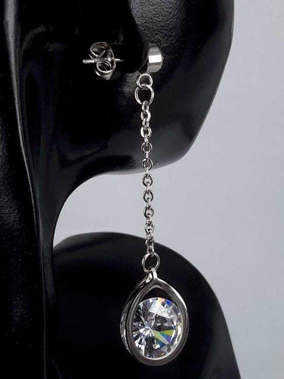 Edelstaal zilverkleurig Oorsteker met 10 mm topkwaliteit kristal.