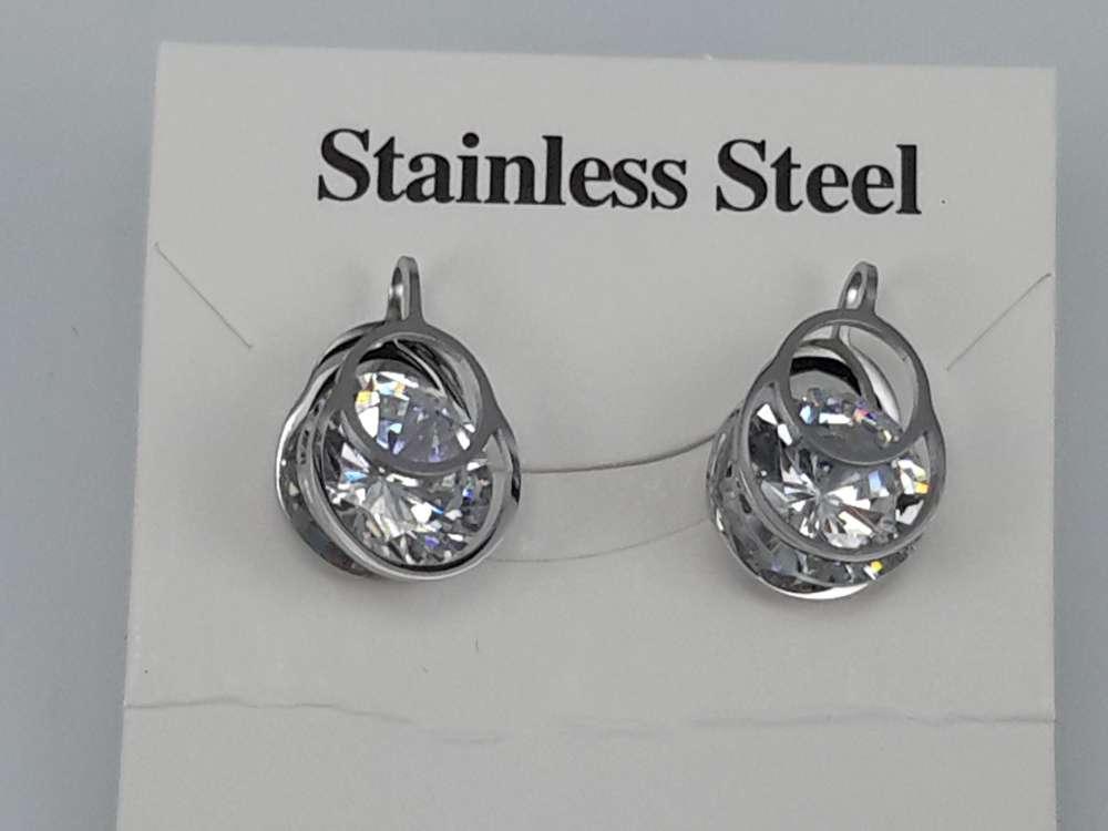 Edelstaal zilverkleurig ovaal Oorsteker met 10 mm topkwaliteit kristal.
