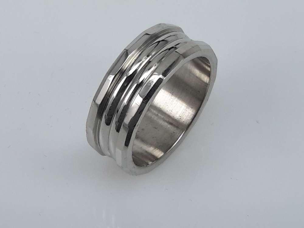 Edelstaal Ringen, zilver motief stroken. doos 36st