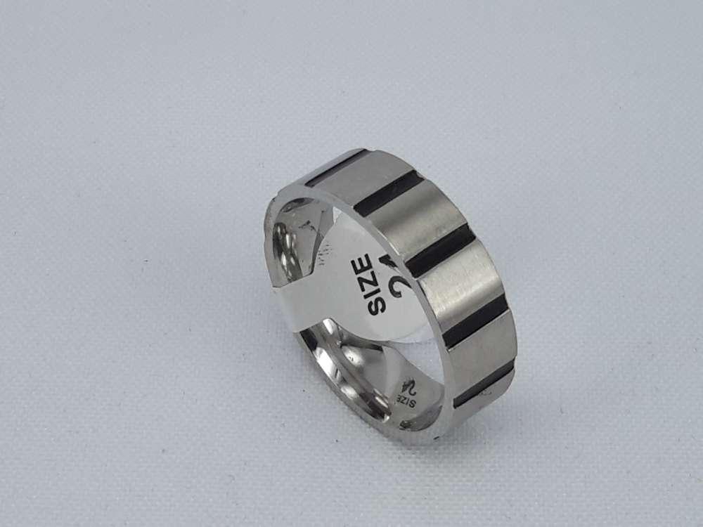 Edelstaal Ringen, brede ring met zwart streep , doos 36st
