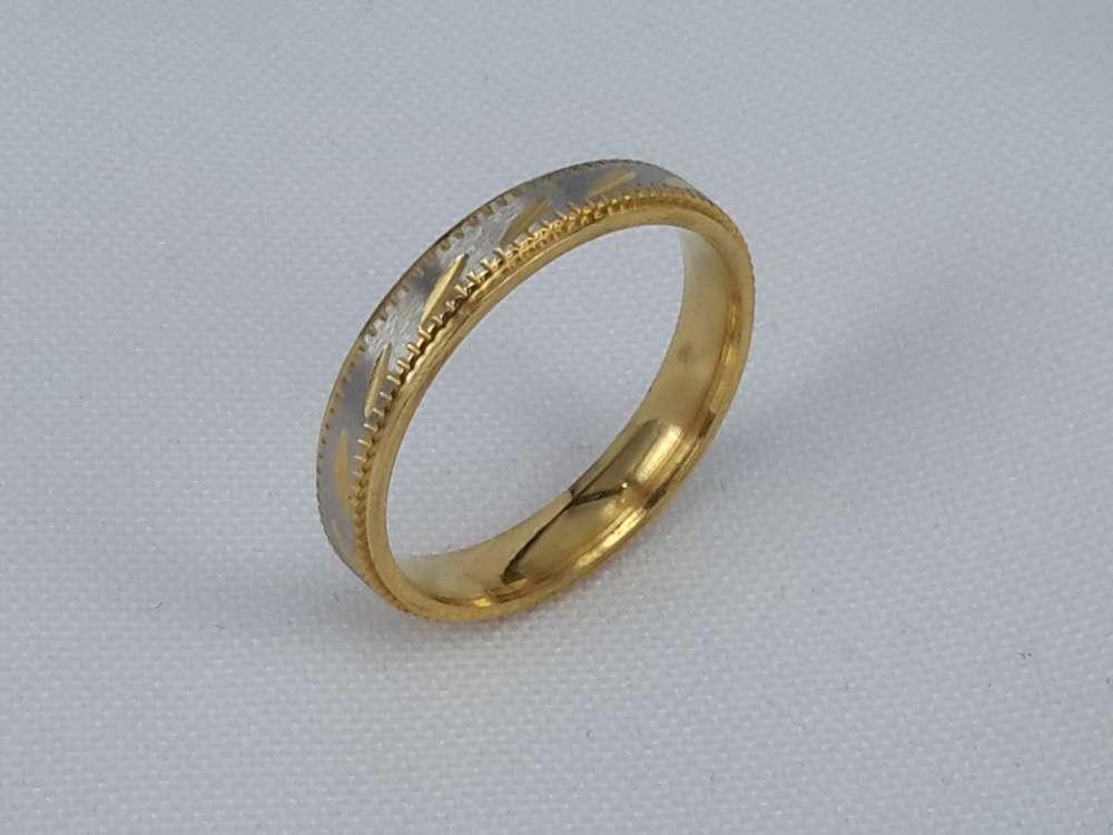 Edelstaal Ringen, Mat zilverkleurig ring met goud streep en rand. doos 36st