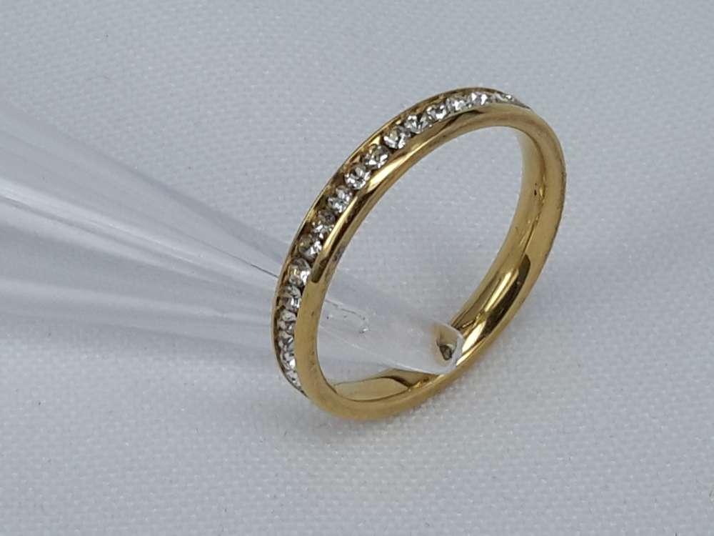 Edelstaal Ringen goudkleurig gezet rond omheen met zirkonia, doos 36 st