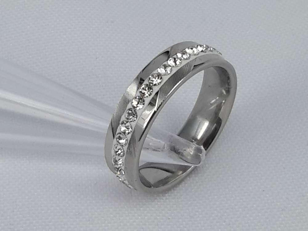 Edelstaal Ringen zilverkleurig gezet rond omheen met zirkonia, doos 36 st