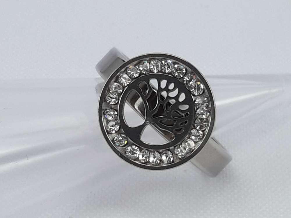 Edelstaal Ringen zilverkleurig rond met levensboom motief en omheen strass steentjes, doos 36 st