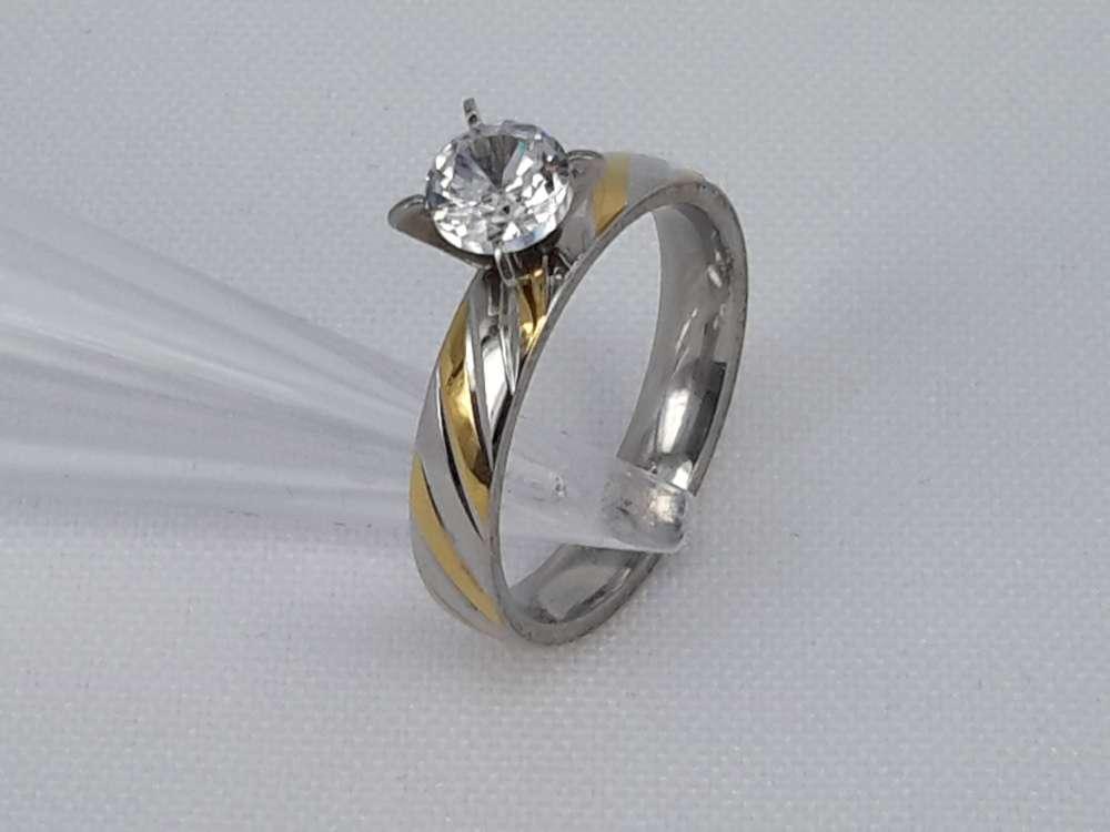 Edelstaal Ringen zilverkleurig ring met goud kleur schuin streep bezet 5mm zirconia, doos 36 st