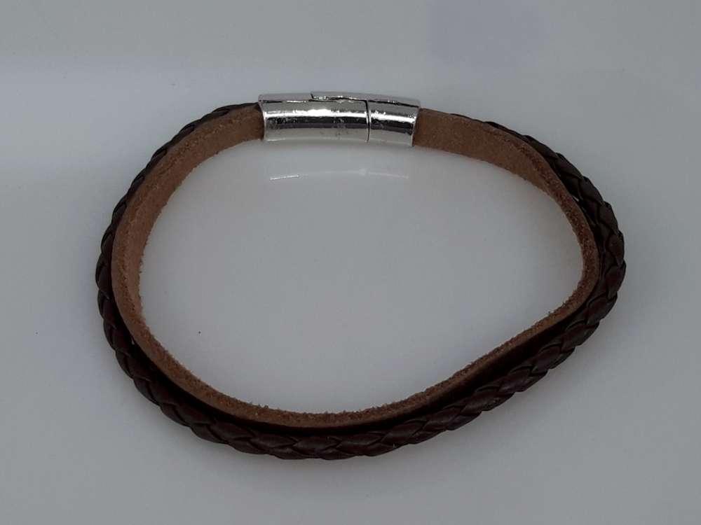 Stoere smalle leren 2dl bruin armband met magneet sluiting.